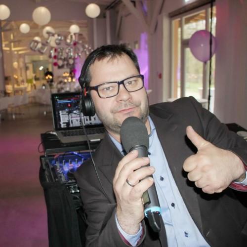 DJ Kai der Hochzeits DJ auch mit Lasershow oder Karaoke zu buchen