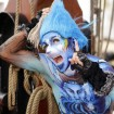 Pantomime Komiker mit Bodypaint Walkact
