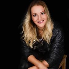Sängerin Sarah Farinia
